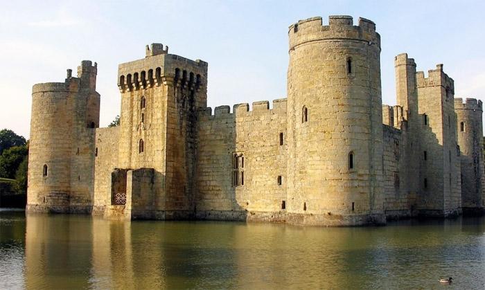 14 - Bodiam-Castle